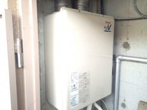 給湯器交換工事です。凍結防止ヒーター、配管も交換しました。