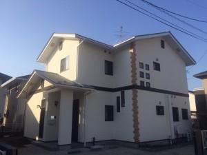 屋根もガイナを塗りました。ガイナを建物の屋根、外壁に塗るだけで、 太陽光線から受ける影響の約95%を反射し、夏涼しい外断熱ができます。屋根、外壁ともガイナを塗装し、省エネで耐久性を高めた仕上がりになりました。