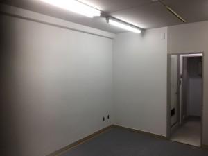 内部ということで全て水性塗料で用意しました。 室内に臭いが広がることなく、工事を終えることができました。