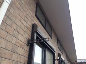 軒天井の雨染みも複数回塗装することできれいになりました。 雨染みの原因となっていた箇所にはコーキング処理をし、改善しました。